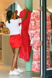 Kelly Rowland Street Style - Shopping in Sydney 02/26/2020