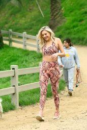 Kelsea Ballerini in Activewear Twinset 02/05/2020