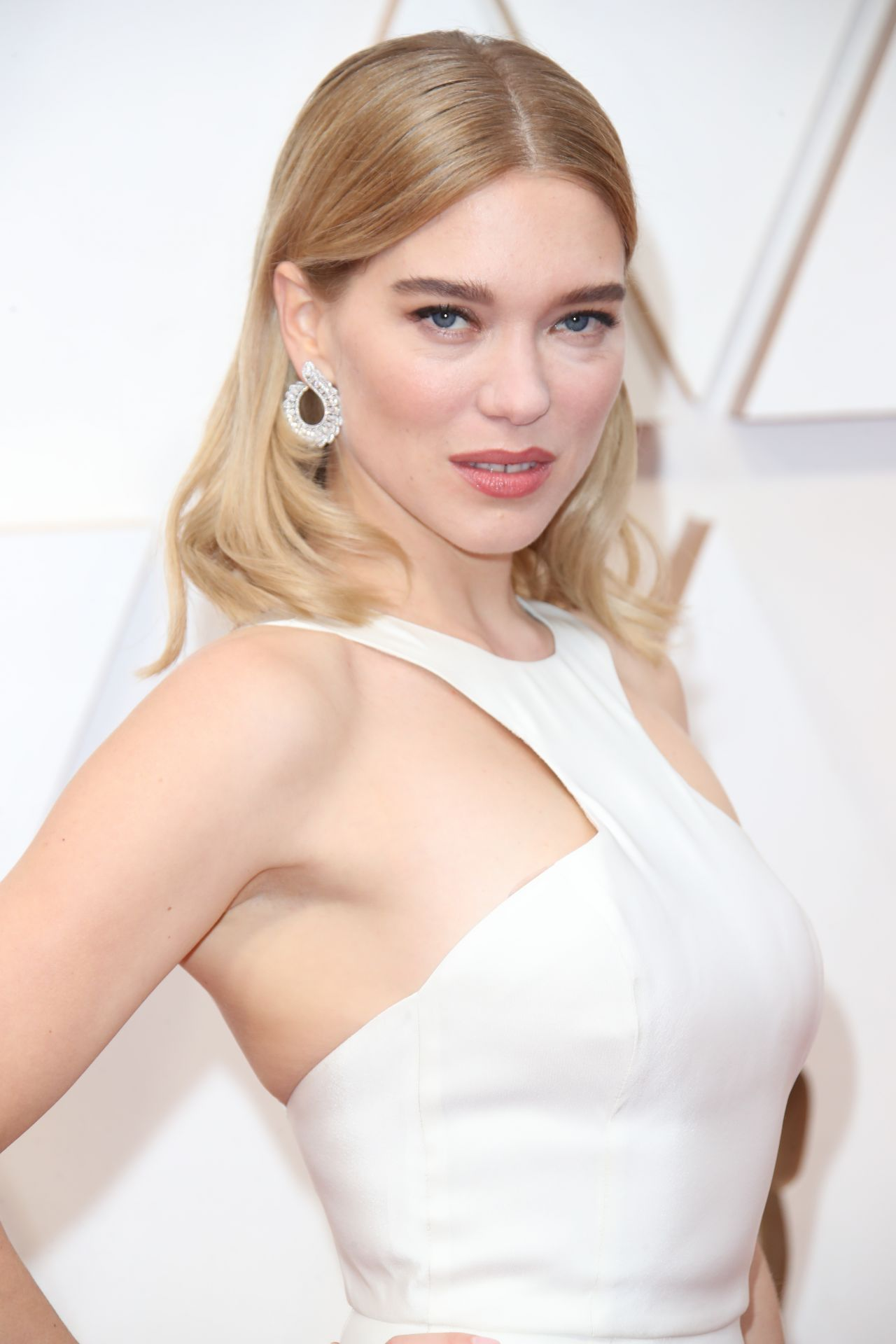 https://celebmafia.com/wp-content/uploads/2020/02/lea-seydoux-oscars-2020-red-carpet-4.jpg