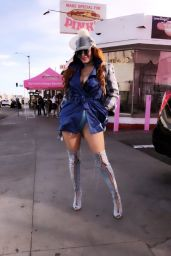 Phoebe Price - Pink's Hot Dogs in Los Angeles 0/31/2020