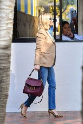 Reese Witherspoon Street Fashion 01/31/2020