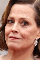 Sigourney Weavers – Oscars 2020 Red Carpet