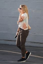 Sofia Richie in Casual Outfit 02/13/2020