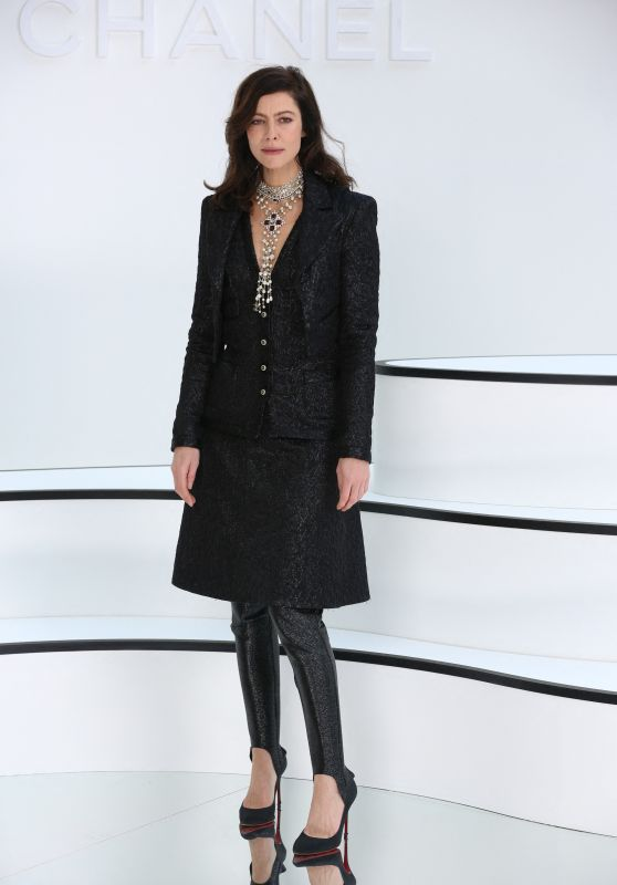 Anna Mouglalis – Chanel Show at Paris Fashion Week 03/03/2020