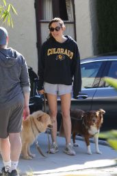 Aubrey Plaza Leggy in Shorts 03/24/2020