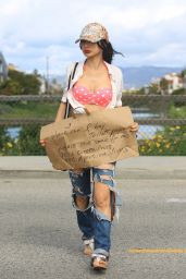 Bai Ling - Asks Strangers Where She Can Buy Toilet Paper During Coronavirus 03/25/2020