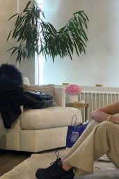 Bella Hadid - Social Media 03/25/2020