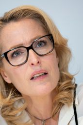"""Gillian Anderson - """"The Crown"""" TV Show Photocall in London"""