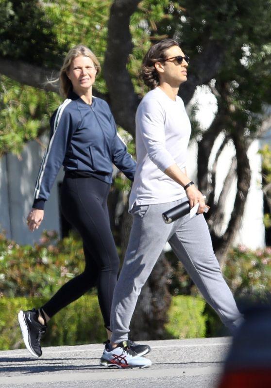 Gwyneth Paltrow in Leggings - Los Angeles 03/27/2020