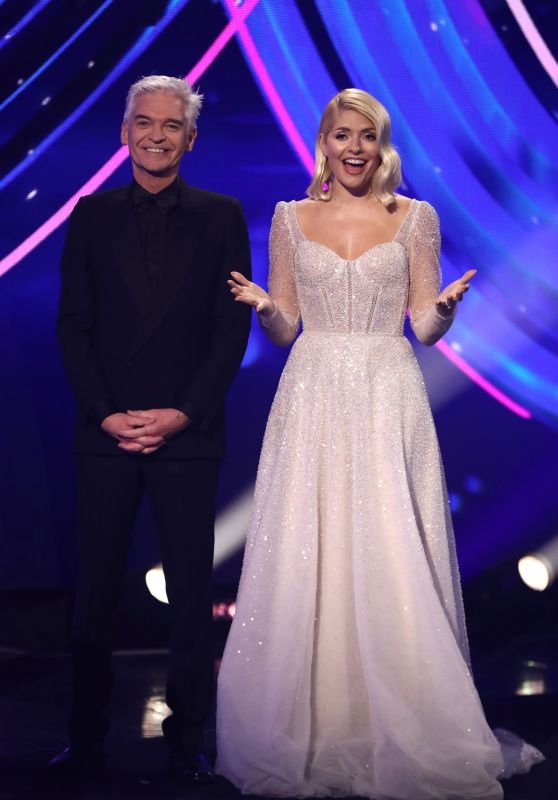 """Holly Willoughby - """"Dancing On Ice"""" TV Show S12E10 in Hertfordshire"""