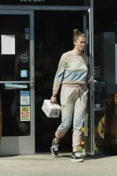Ireland Baldwin - Shopping in LA 03/22/2020