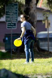 Jennifer Garner – Bikes the Streets of LA 03/31/2020