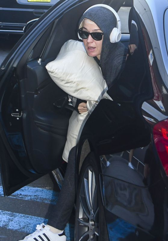 Katy Perry - Airpot in Sydney 03/12/2020