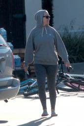 Katy Perry in All Grey - Gas Station Shop 03/24/2020