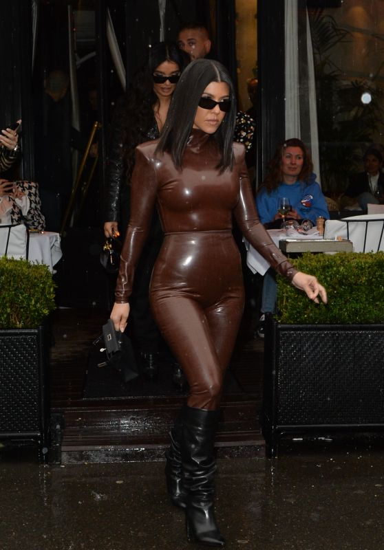 Kourtney Kardashian in Balmain FW20 Latex Outfit – Paris 03/01/2020