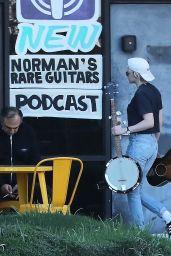 Kristen Stewart - Shopping for Rare Guitars in Los Feliz 03/11/2020