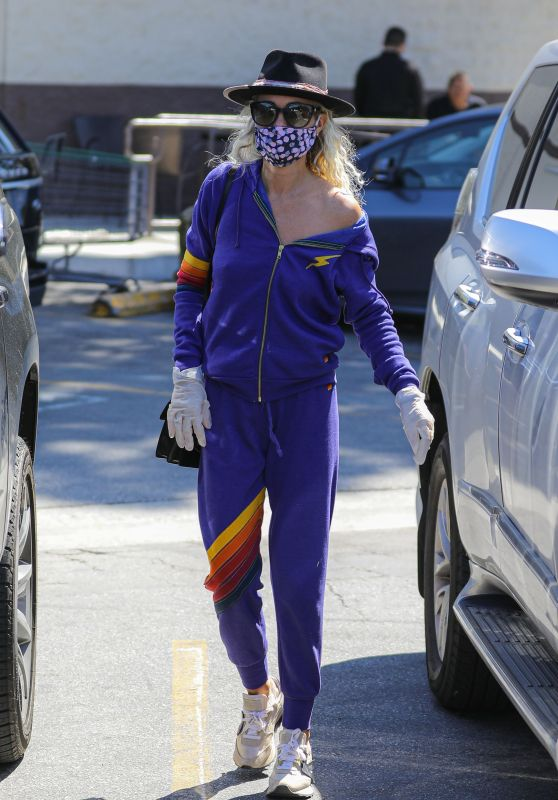 Laeticia Hallyday - Wears a Mask at Grocery Store in Brentwood 03/27/2020