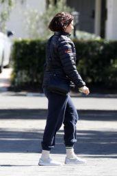 Maya Rudolph - Arrives at a Friend