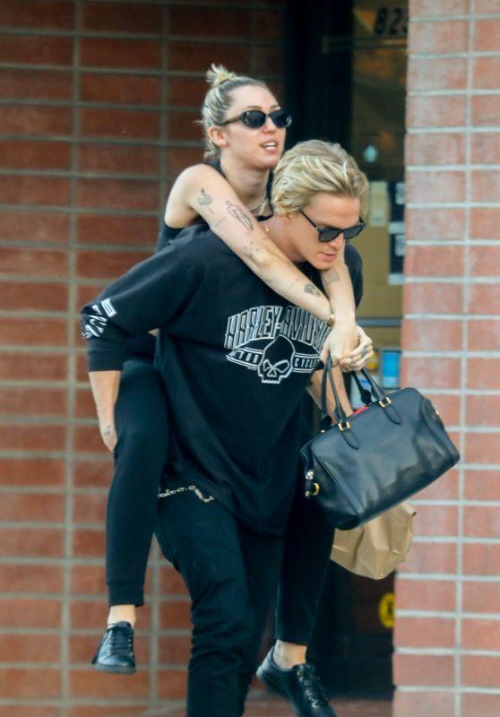 Miley Cyrus - Gets a Lift From Cody Simpson - Malibu 03/02/2020