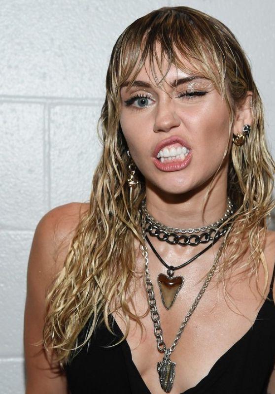 Miley Cyrus - Live Stream 03/31/2020