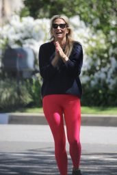 Molly Sims in Tights - Out for a Hike in LA 03/18/2020