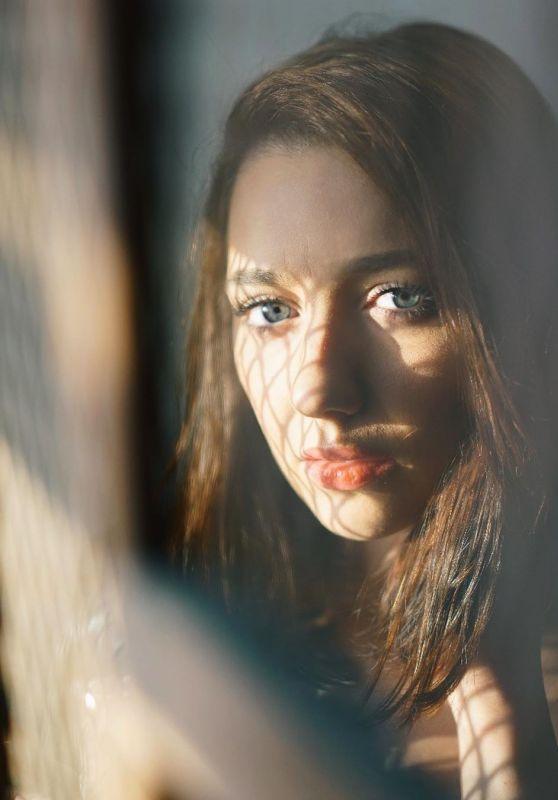 Natalie Dreyfuss - Photoshoot March 2020 (more photos)