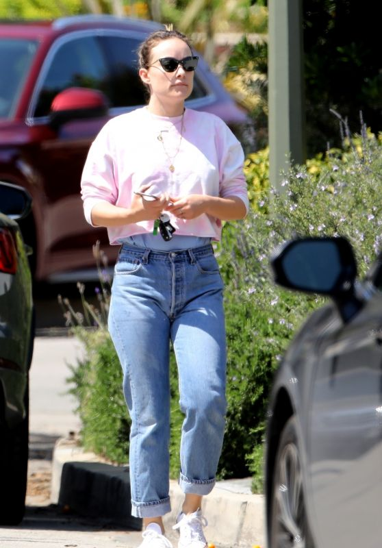 Olivia Wilde in Casual Outfit - Los Angeles 03/29/2020