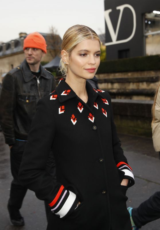 Pixie Geldof - Valentino Show at Paris Fashion Week 03/01/2020