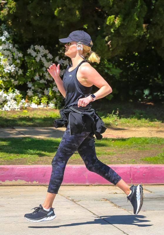 Reese Witherspoon - Jogging in Brentwood 03/23/2020
