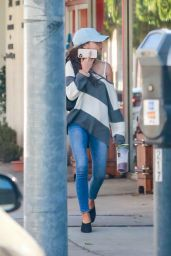 Sarah Hyland in Slouchy striped Jumper and Jeans 03/02/2020