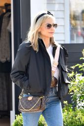 Sarah Michelle Gellar Street Style - Shopping in Pacific Palisades 03/05/2020