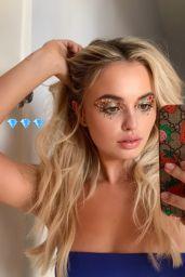 Victoria Baldesarra - Social Media 03/02/2020