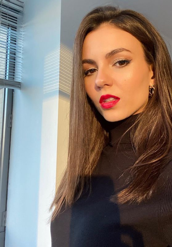 Victoria Justice - Social Media 03/12/2020