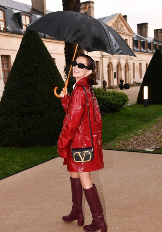 Zoey Deutch - Arriving at the Valentino Fashion Show in Paris 03/01/2020