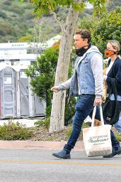 Brie Larson - Shopping at the Farmers Market in Malibu 04/12/2020