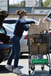 Charli XCX - Grocery Shopping in Los Angeles 04/20/2020