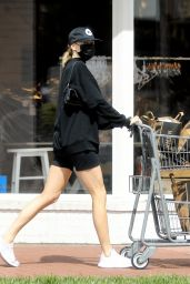 Charlotte McKinney - Shopping in Pacific Palisades 03/31/2020