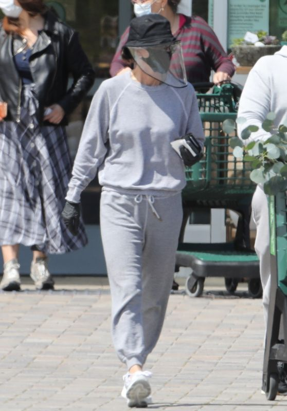 Courteney Cox - Shopping at Whole Foods 04/19/2020