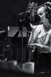 Dove Cameron - Live Stream 04/11/2020