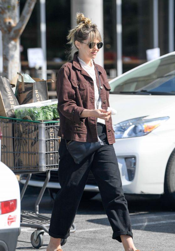 Elizabeth Olsen - Shopping at Erewhon Market in LA 03/30/2020