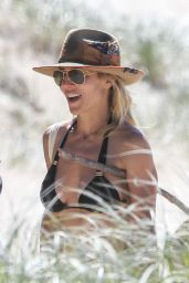 Elsa Pataky in a Bikini - Byron Bay 04/06/2020