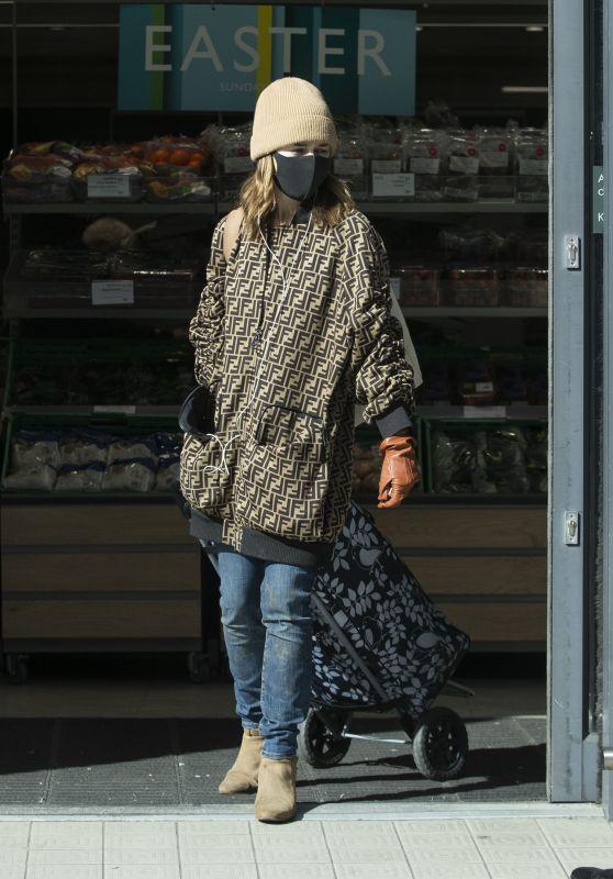 Emilia Clarke - Shopping Groceries in London 04/07/2020