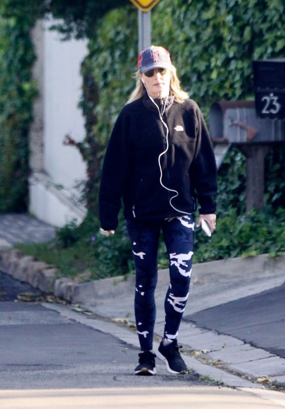 Helen Hunt in Tights - Out in Brentwood 04/13/2020