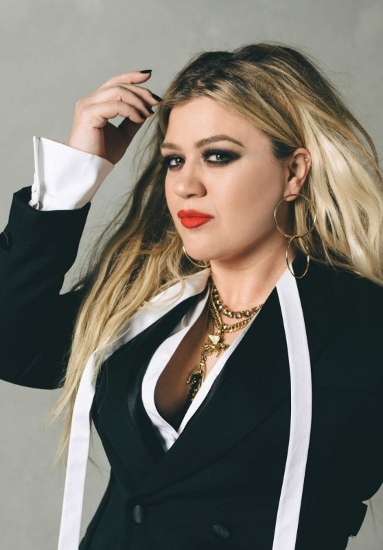 Kelly Clarkson - Vegas Magazine April 2020 Issue