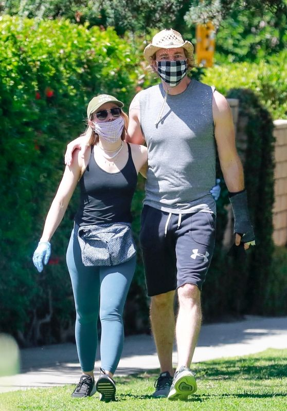 Kristen Bell - Griffith Park in LA 04/21/2020
