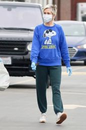 Kristin Wiig - Shopping in Los Angeles 04/14/2020