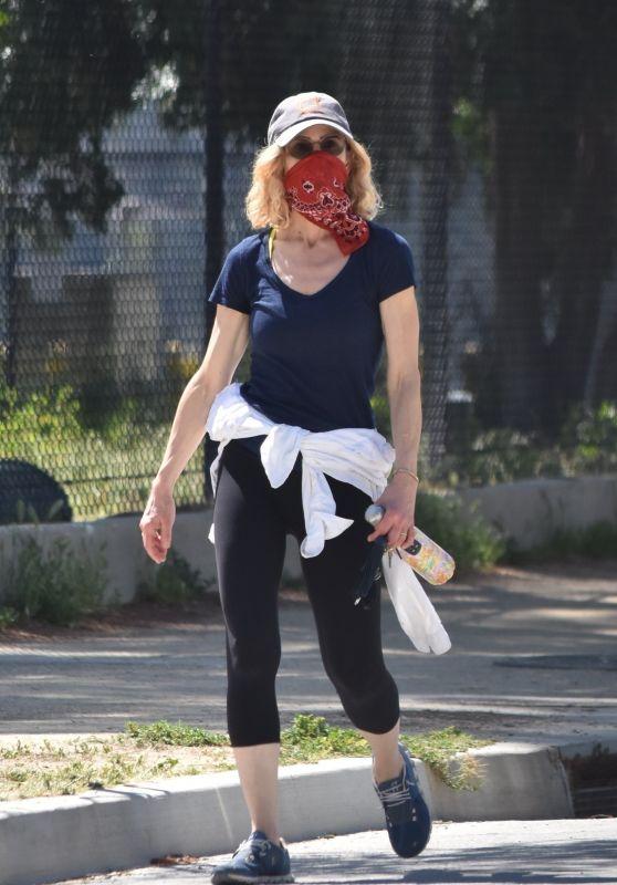 Kyra Sedgwick - Goes For a Walk 04/23/2020