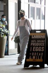 Margot Robbie - Shopping in Los Angeles 04/04/2020