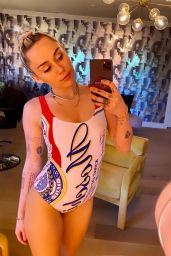 Miley Cyrus - Live Stream 04/04/2020