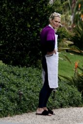 Molly Sims Wearing Her Apron - LA 04/10/2020